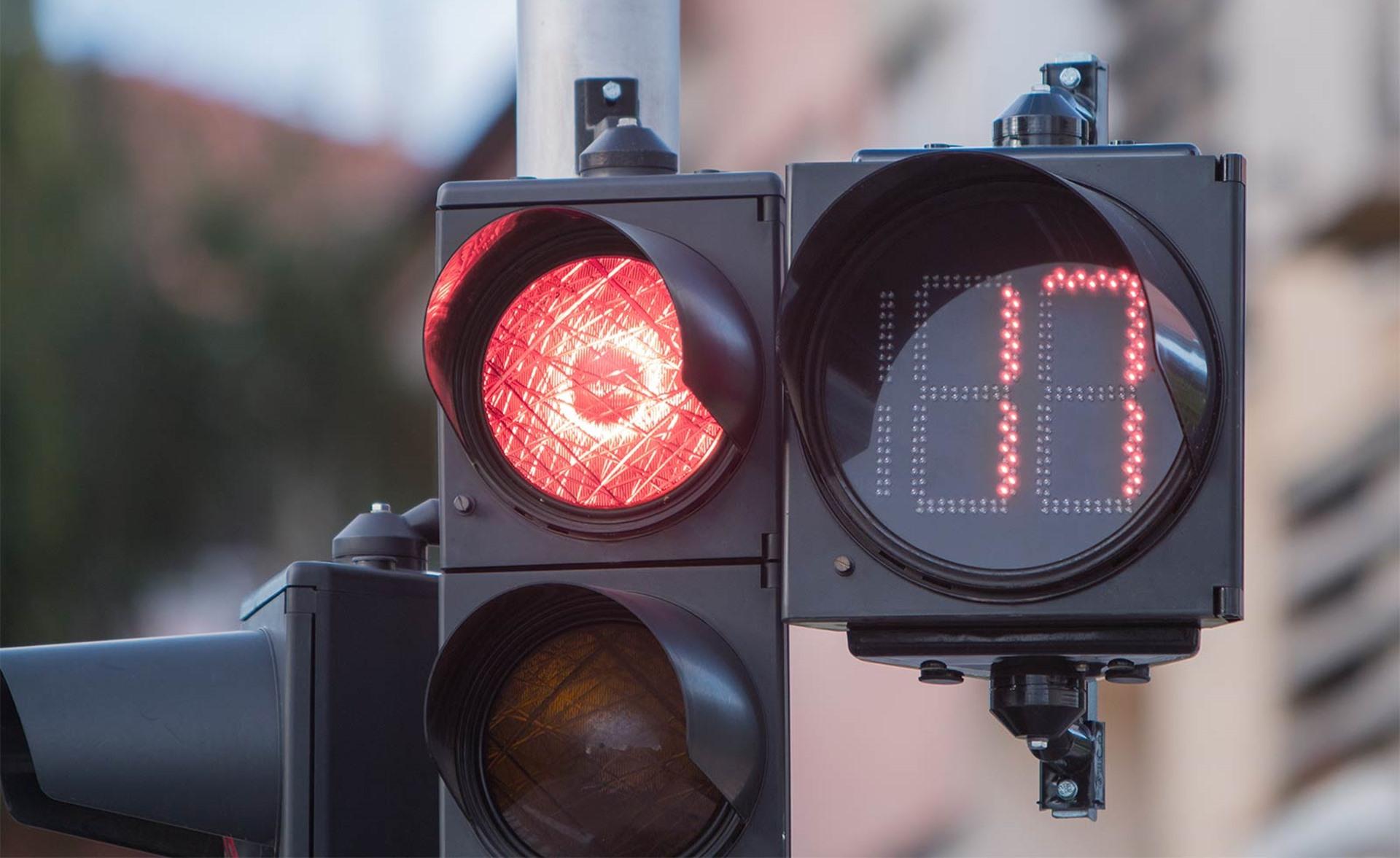 Как работают умные светофоры: преимущества и недостатки технологии