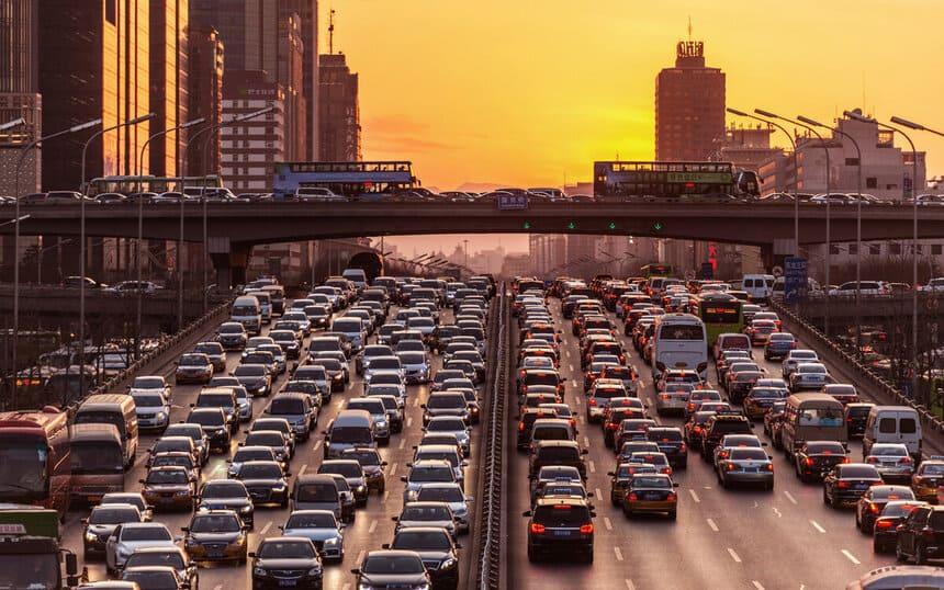 Основные причины образования пробок на дорогах российских городов