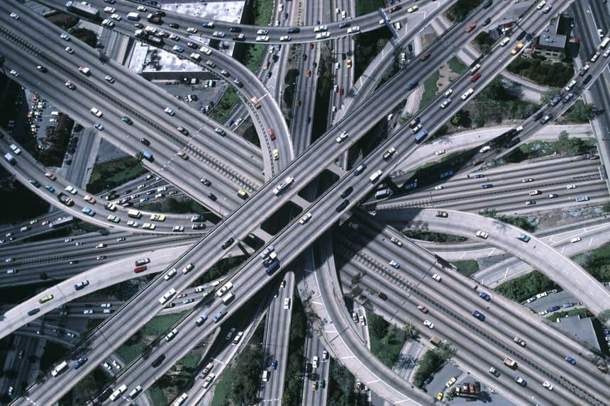 Постройка в крупных городах многоуровневой дорожной структуры