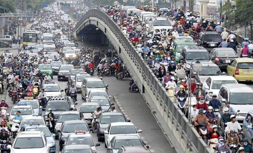 7 необычных способов борьбы с пробками в городах мира